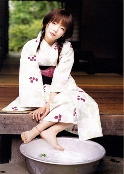 2999661ceeb731b0d4380d8fa671322f--pop-singers-japanese-kimono.jpg